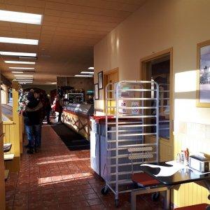 Couloir et comptoir du restaurant