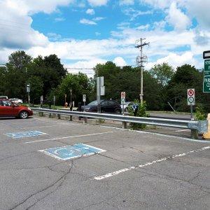 Deux places de stationnement situées en arrière de la rue Heriot